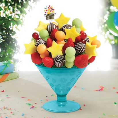 DIY Edible Arrangements ~ Make Your Own Fruit Bouquet - http://gimmiefreebies.com/diy-edible-arrangements/