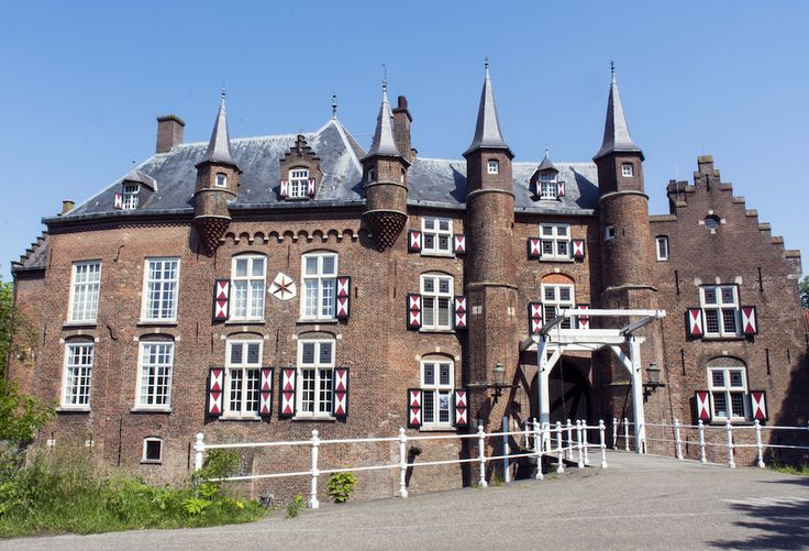 Vught - Kasteel Maurick. This 15th century castle is located nearby 's-Hertogenbosch. Kasteel Maurick is named after Hendrik van Maurick, a genuine medieval knight from the Dutch province of Gelderland. The castle is set in woodland on an island in the River Dommel.