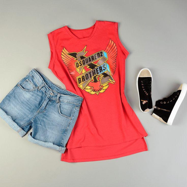 Bluzka asymetryczna na ramiączkach  Szorty jeansowe  Trampki wysokie czarne ze złotym czubkiem  Klasyczne szare szpilki zamszowe  Po więcej zajrzyj na www.estrela.pl #stylizacja #estrelapl #butik #look #lookdnia #daily #dailylook #casual #nacodzień #design #fashion #elegance #rock #rockowy #rockowa #kobieta #mocnylook #dsquared #dsq #sneakers