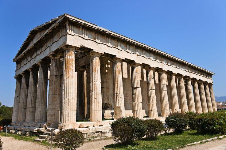 Hefajstejon  zwana takze swiatynia Tezejon . Świątynia została zbudowana w porządku doryckim ok. 445 p.n.e.-425 p.n.e.   świątynia poświęcona Hefajstosowi i Atenie, patronom rzemiosła, znajdująca się w dzielnicy Keramejkos ponad agorą u stóp Akropolu w Atenach.