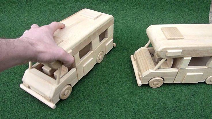 Karavan dřevěná hračka s gravírováním dřeva. https://www.hrackyproklukyaholky.cz/vsechny-drevene-hracky/obytny-vuz-karavan-hracka-330.html