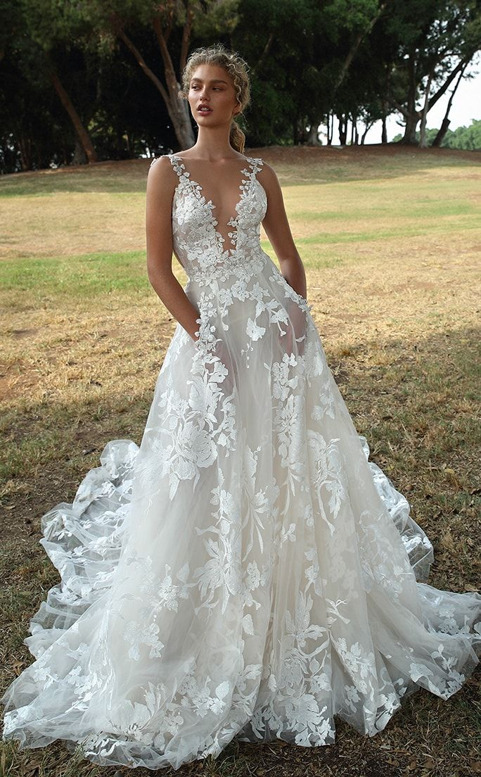 Meledy Womens V-Neck Lace Appliques Court Mermaid Wedding Dresses Bridal Gowns
