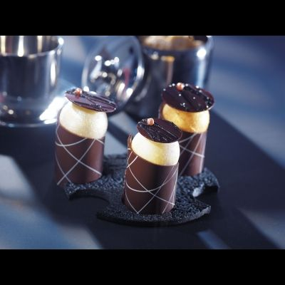 105 Dark chocolate tubes, striped ring ¯ 3,5cm - H.5cm
