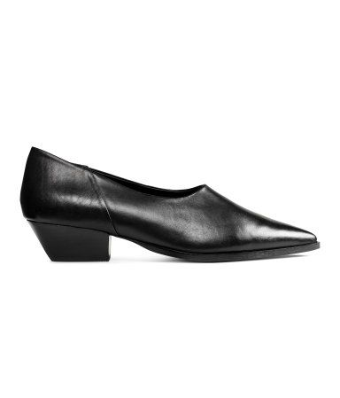 Black. PREMIUM QUALITY. Shoes with pointed toes. Leather lining and insoles. Rubber soles. Heel height 1 3/4 in.