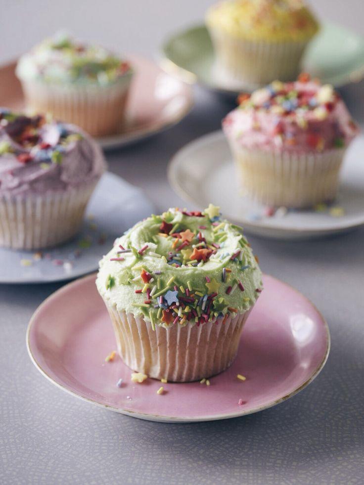 Hummingbird Bakery vanilla cupcakes with vanilla frosting - The Hummingbird Bakery Cookbook