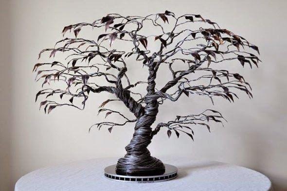As incríveis esculturas de arame com mulheres, anjos e árvores de Richard Stainthorp