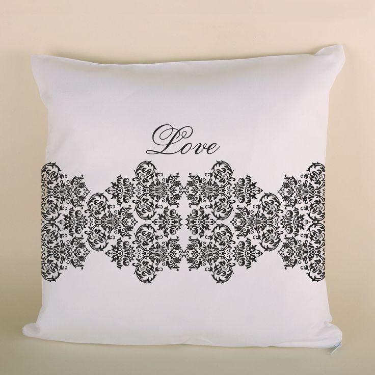 Poduszka ślubna koronkowa ciemna to doskonały prezent dla bliskiej osoby.
