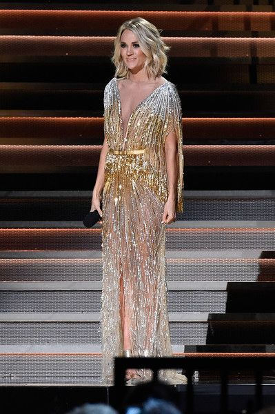 Carrie Underwood Photos Photos - Carrie Underwood wearing a 1970's inspired look speaks at the The 50th Annual CMA Awards at Bridgestone Arena on November 2, 2016 in Nashville, Tennessee. - The 50th Annual CMA Awards - Carrie Underwood Fashion
