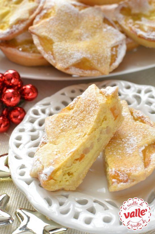 Mini pastiere di Natale, l'unione di tre creme deliziose adagiate su delicata pasta frolla, il tutto aromatizzato da profumi mediterranei.. che acquolina!