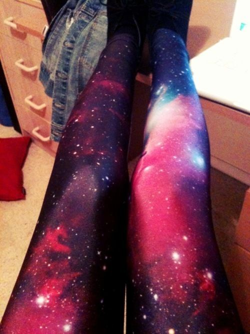 DIY Galaxy leggings seriously thinking of trying this for some supercool running leggings. But taking glow in the dark paint and dotting the stars!