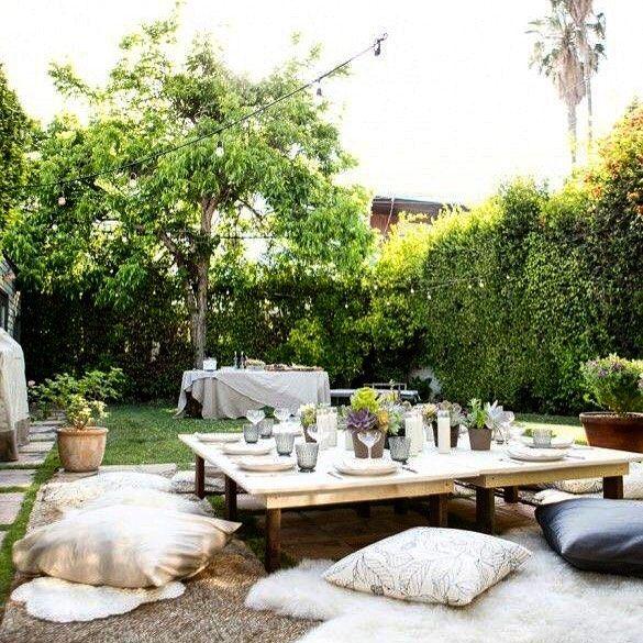 Festinha no jardim... As #luzinhascool dando o toque finale no ambiente! ❤️ #gardenparty #festanojardim…