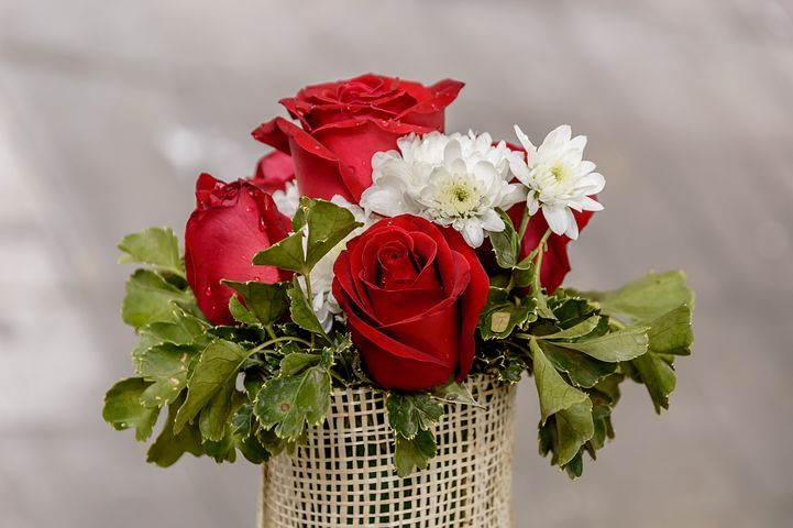 you should to send roses on rose day to your friends and your relative