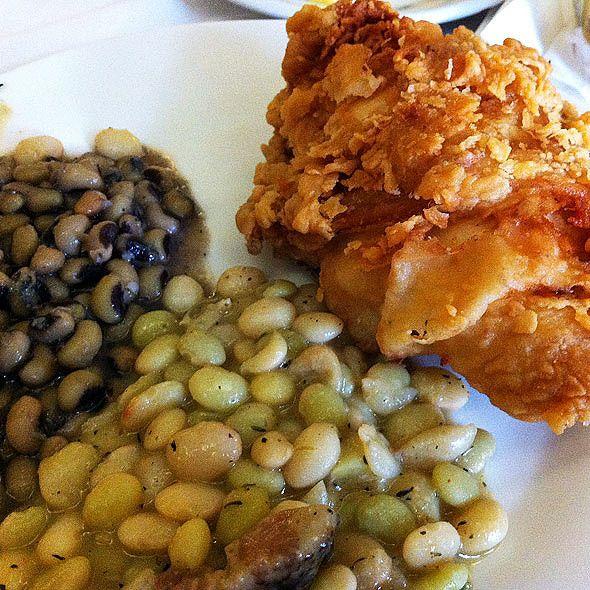 fried chicken @ Carriage House Restaurant, Natchez, Mississippi