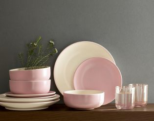 Pretty up your kitchenware with the addition of our gorgeous pink Studio dinner set, LOVE.