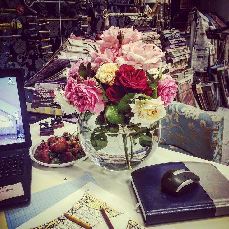 всем цветов для вдохновения от @zuevanatalia73 #galleria_arben #flowers #декорстола #decoration #выходные #цветы