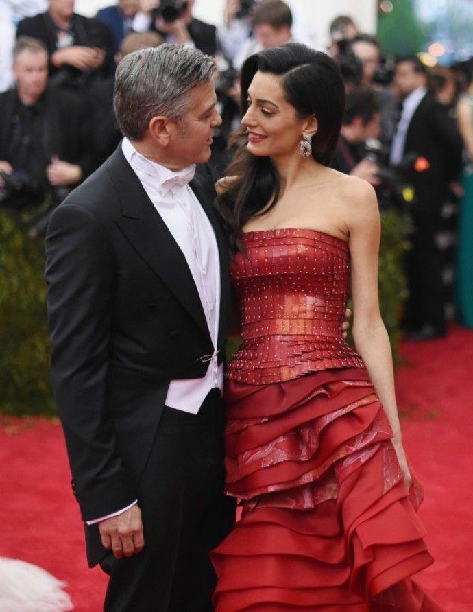 Джордж Клуни не планирует заводить детей - http://russiatoday.eu/dzhordzh-kluni-ne-planiruet-zavodit-detej/ Актер признался, что не хочет становиться отцом в ближайшее времяВ Голливуде сейчас нет более красивой и обсуждаемой пары, нежели Джордж и Амаль Клуни. Совместные ужины, романтические