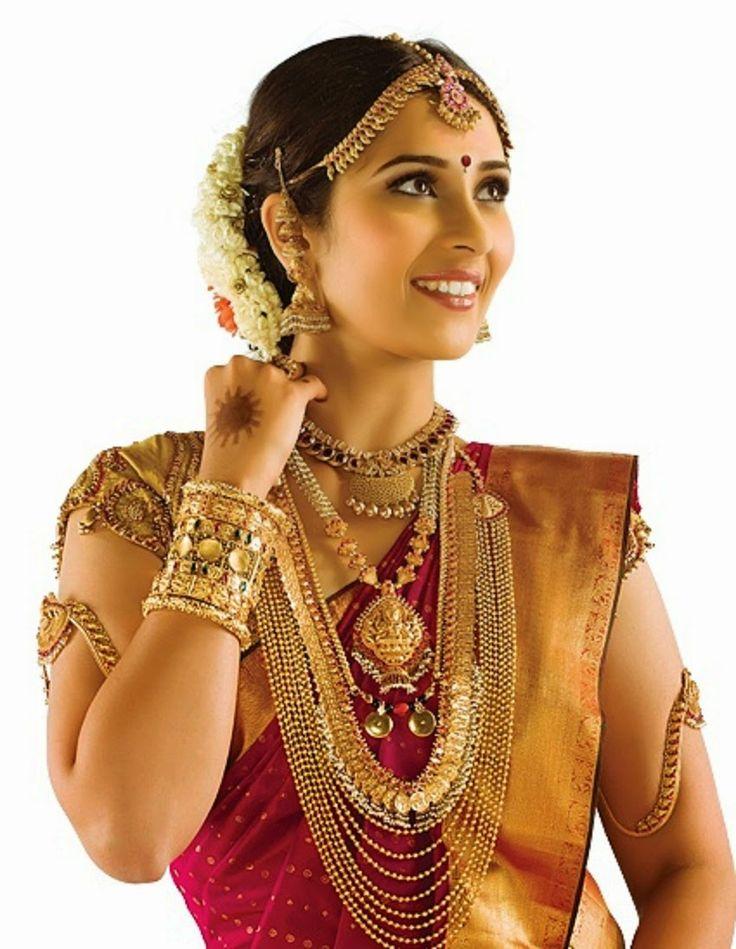 indian wedding photography design%0A Kannadiga bride i think the multistringed one and choker