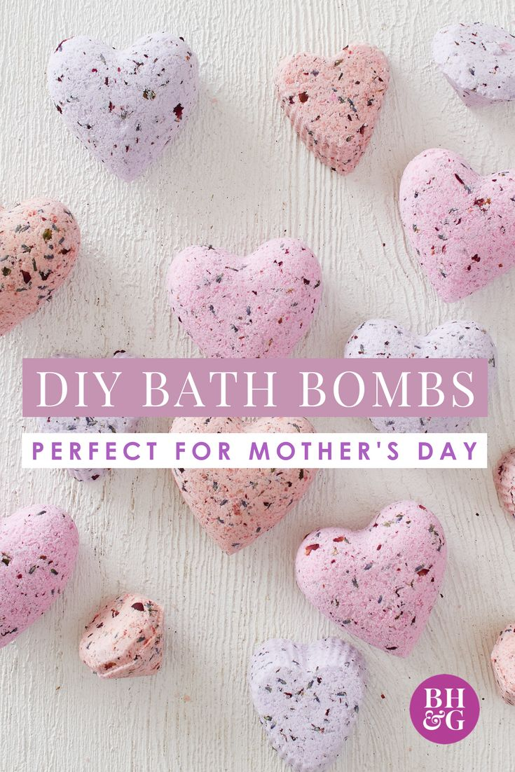 Give mom the gift of a relaxing bubble bath with a set of DIY bath bombs. Our mixture of natural ingredients and essential oils forms easily into perfect shapes—plus, they smell amazing. #mothersday #mothersdaygifts #diygifts
