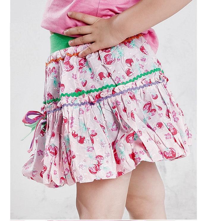 Под мини юбкой у девочек