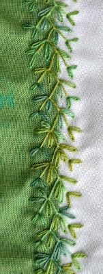 Lovely in green - think it is a basic feather stitch with lazy daisy stitches added. ༺✿ƬⱤღ http://www.pinterest.com/teretegui/✿༻