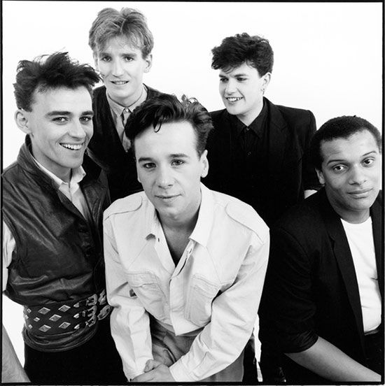 """Simple Minds are a Scottish rock band who achieved worldwide popularity from the mid-1980s to the early 1990s.  The band produced a number of critically acclaimed albums in the early 1980s and best known for their No. 1 US, Canada and Netherlands hit single """"Don't You (Forget About Me)"""", from the soundtrack of the John Hughes film The Breakfast Club."""