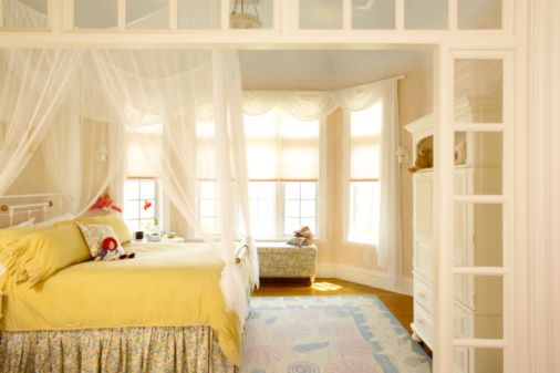 1000 ideas about bay window bedroom on pinterest bay for Bedroom bay window treatments