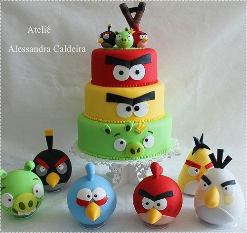 Bolo e personagens em biscuit Angry Birds!