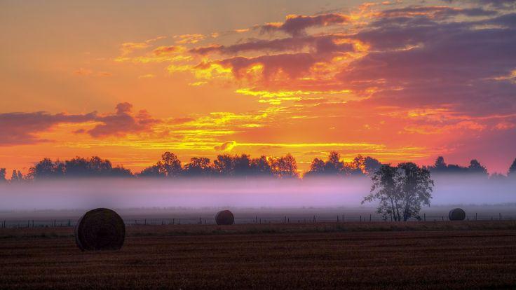 Скачать обои сена, поле, ферма, забор, раздел пейзажи в разрешении 2048x1152