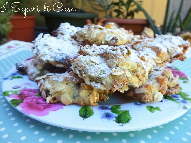 Biscotti al muesli con frutta e semi