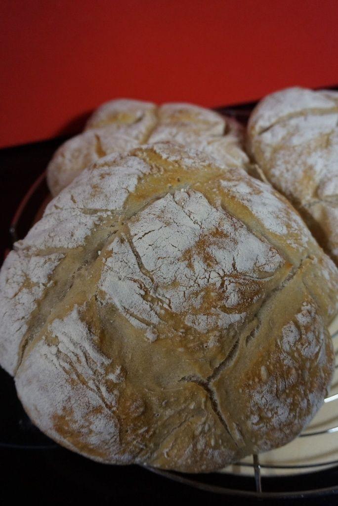 LA GÂCHE LA GÂCHE ,un bon pain au levain naturel ,à ne pas confondre avec la brioche du même nom ;) ------->http://lesdelicesdesandstyle.over-blog.com/2015/10/la-gache.html