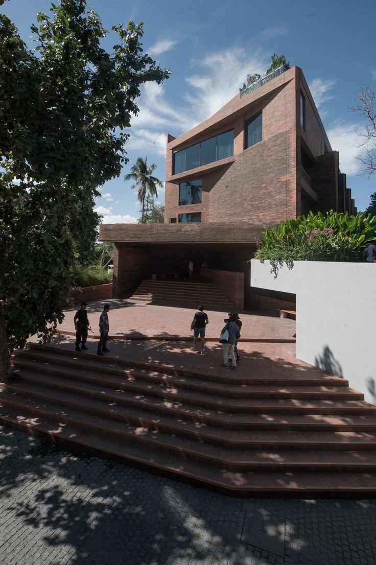 http://www.arsitekturindonesia.org/arsip/proyek/detail?oid=9