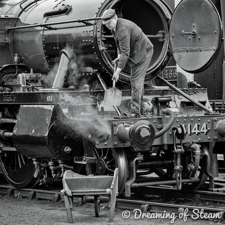 cleaning the smokebox at Rugby ... what a fab picture #lovesteamengines