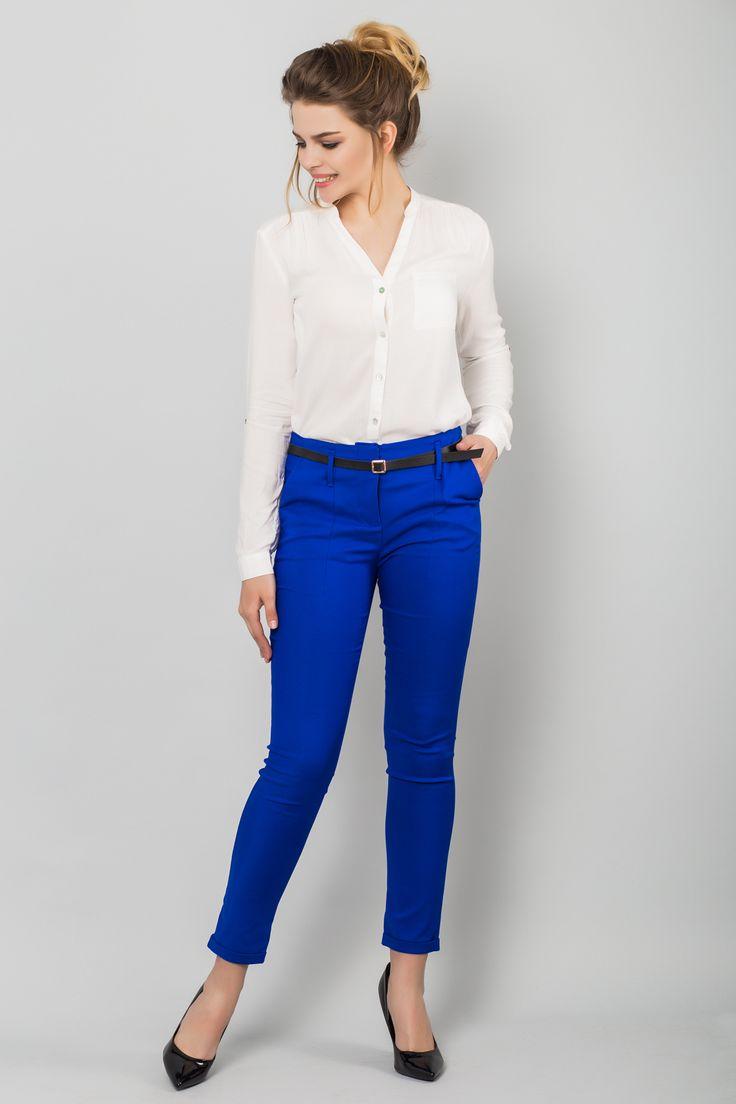 Классические синие брюки из коттона премиум класса. Материал: брючный коттон, 60% хлопок, 40% полиэстер. Размер на модели: S Параметры модели: рост 170 см,