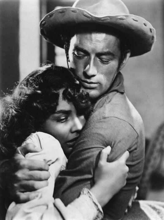 Still of Gregory Peck and Jennifer Jones in Duel in the Sun (1946)