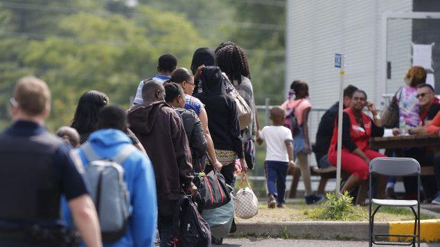 Presque un Haïtien sur deux s'est fait refuser le statut de réfugié par le passé, et rien n'indique qu'il en sera autrement dans les mois à venir. Les milliers d'Haïtiens en provenance des États-Unis pourraient même avoir plus de difficulté à obtenir un tel statut puisqu'ils ont quitté Haïti depuis des années, indiquent des spécialistes. Entre l'entrée au pays et la possible expulsion, voici le parcours du combattant du demandeur d'asile.