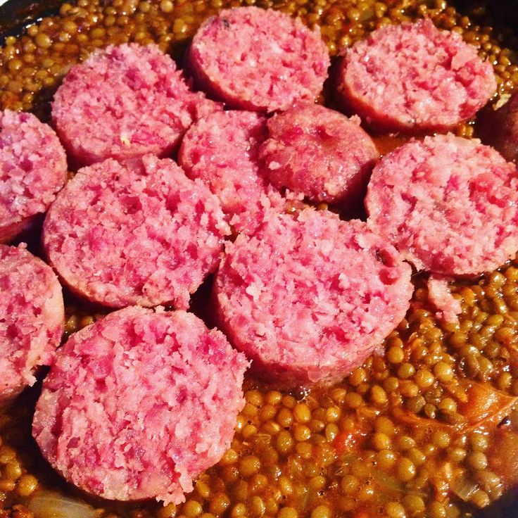 Cotechino e lenticchie - a typical Italian sausage on a bed of lentils. Comfort food from the north or Italy to contrast this frosty days in London. #comfortfood #italiansausage #sausage #lentils #italianfood #winterfood #sundayfood #sundaymeal #meatlover #meat #legumes #chillday #frosty #typicalfood #traditionalfood #traditionalrecipe #cotechino #foodblog #foodblogger #cookinginlondon #italianfoodinlondon #homefood #foodfromhome #ilovecooking #homecooked #homecooking #londonfood