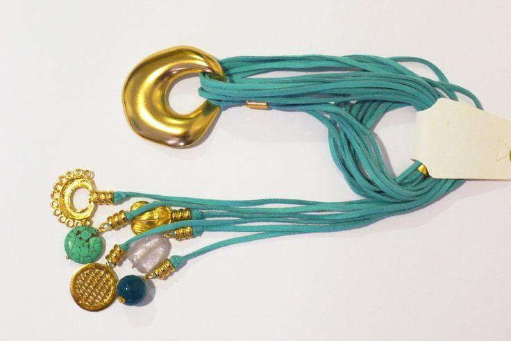 Collar con piezas bañadasen oro de 24 K, hechas a la cera perdida usando una aleación pura de metales, con piedras semipreciosas, película de protección para