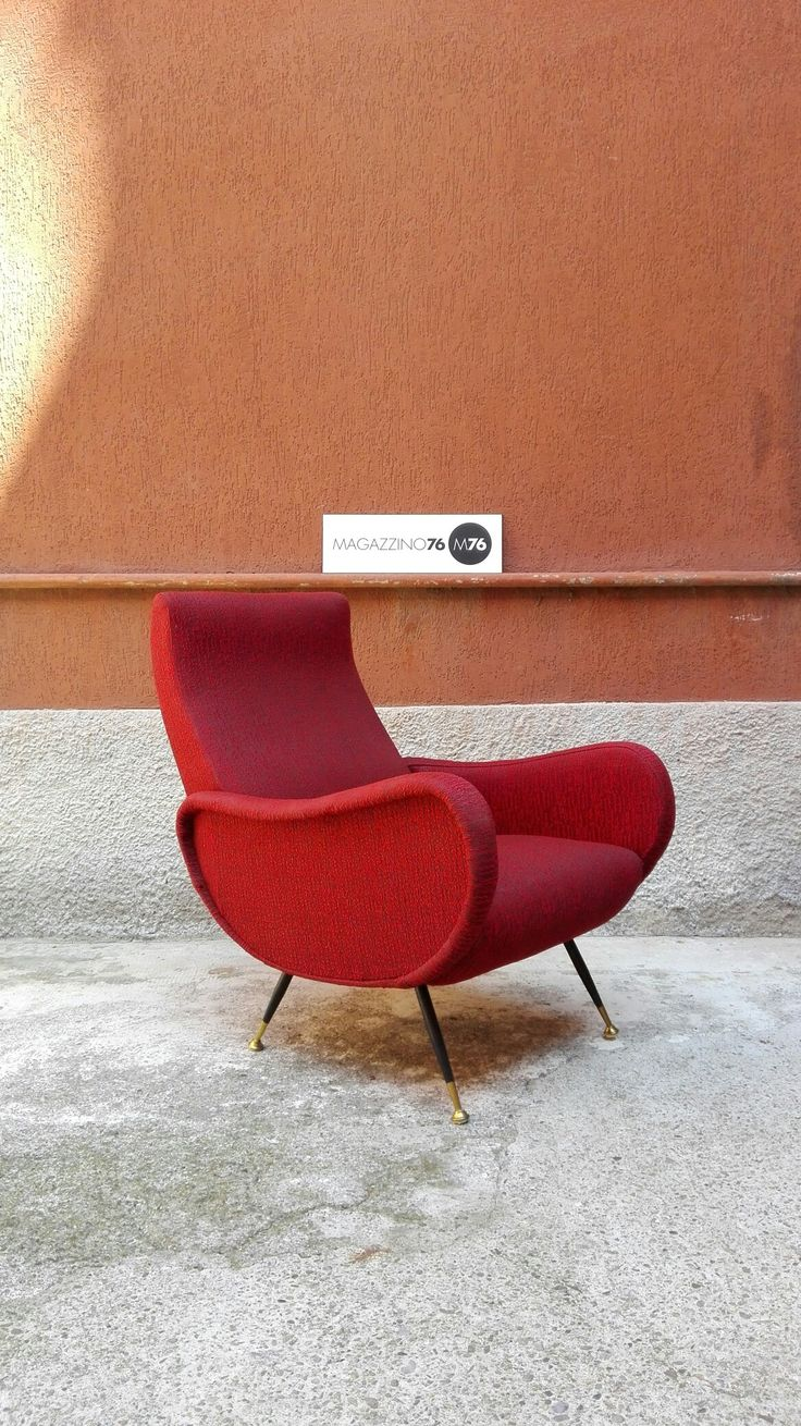 Poltrona anni 50 stile lady chair di zanuso. Tessuto originale in buone condizioni. Zampe in ottone Misure 70x70x80h #magazzino76 #viapadova #Milano #nolo #viapadova76 #M76 #modernariato #vintage #industrialdesign #industrial #industriale #furnituredesign #furniture #mobili #poltrone #armchair #modernfurniture #antik #antiquariato  #divani #rosso #anni50 #ottone #brass #zanuso #style