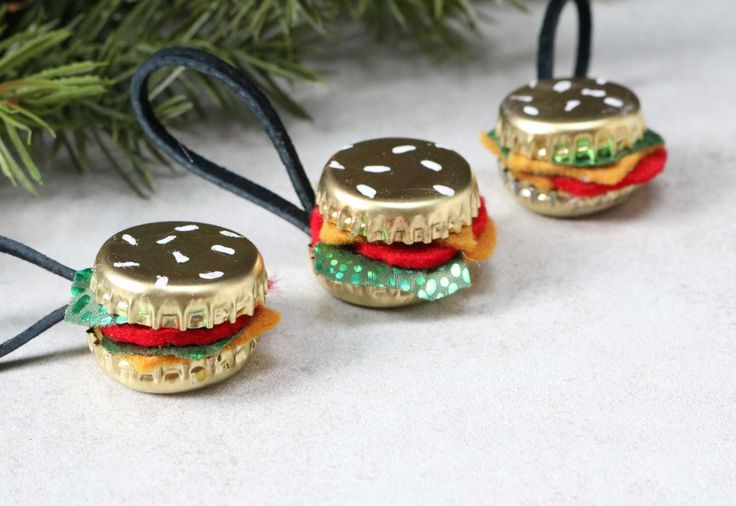 No Christmas tree of mine is safe from food ornaments. From DIY pie garlands to donut mirrors, I'm all about combining food and crafts. Itgives me a chance to take a break frommy usual style of edgier, darker crafts(skull ornaments,...