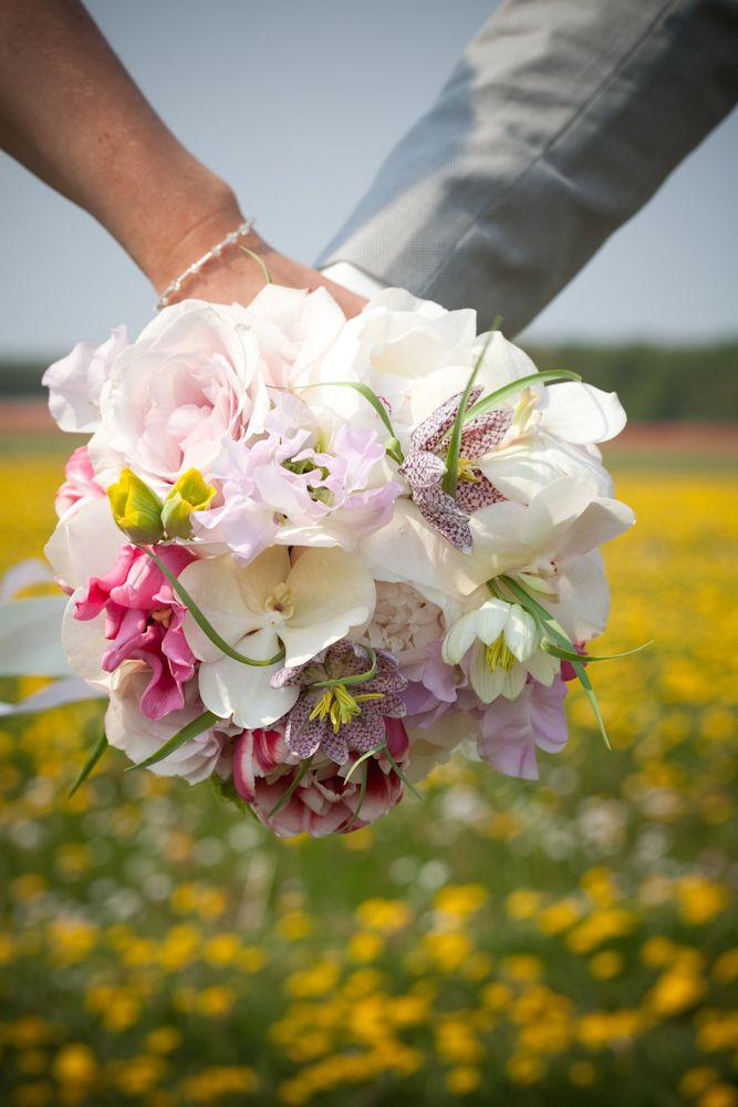 wedding bouqet tulips, roses, lathyrus decoration bruidsboeket