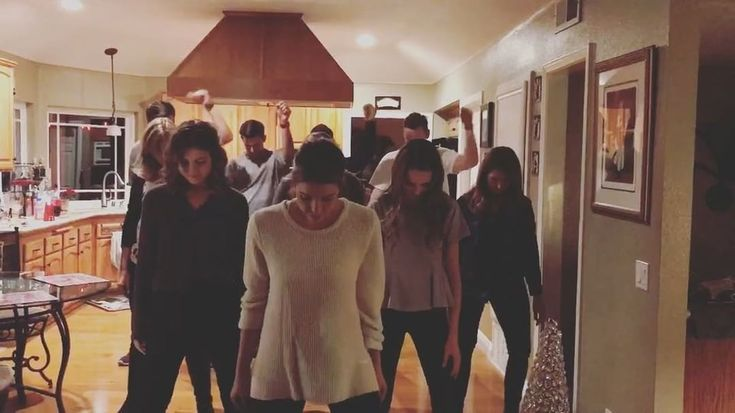"""Watch Ashley Benson's family do choreographed dance to Taylor Swift's song """"Look What You Made Me Do"""" for Christmas. Ashley Benson's sister Shaylene Benson"""
