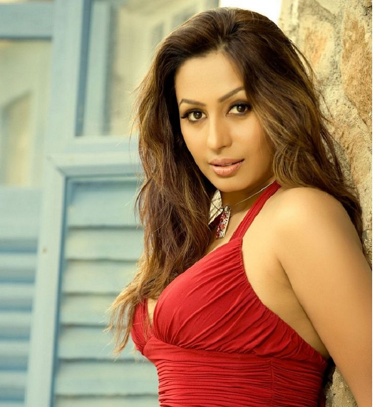 Here in this article you will known some interesting facts about Kashmira Shah Height, Weight, Age, Husband, upcoming movies, biography and net worth.