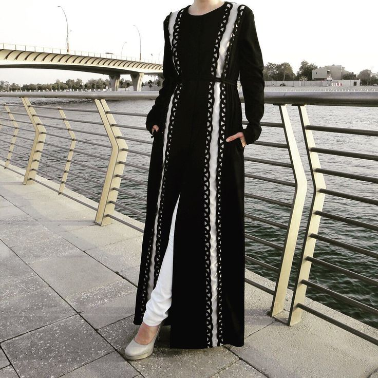 Hand-made abaya with swirls decor