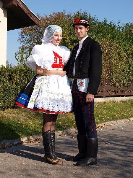 Naše kroje :: Manželé ve svátečním kroji