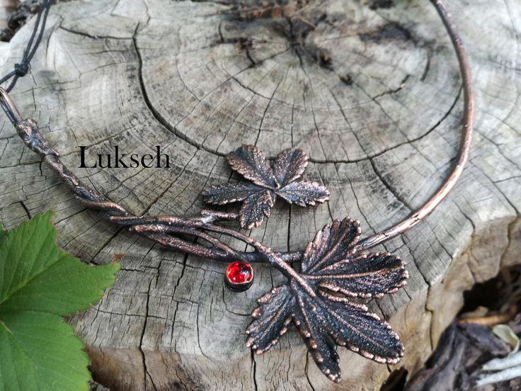 Collana girocollo vere foglie Potentilla Reptans placcate in rame collana amanti natura e alchimia botanica magia naturale di Lukseh su Etsy