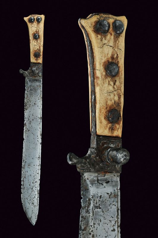 LOT NO. 504		Coltella   category:	 	 Knives and Daggers origin:	 	Germany dating:	 	 XV century   description:	 	 Sturdy straight blade by a thread; iron hilt with arrest on solid; horn handle.   conditions:	 	mediocre dimensions:	 	 length 36 cm.