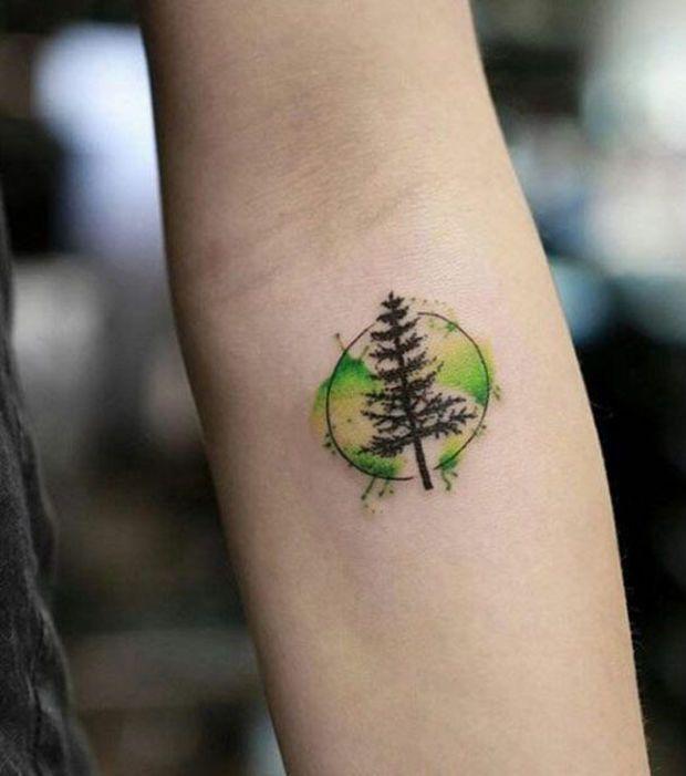 Tatouage arbre sur le bras