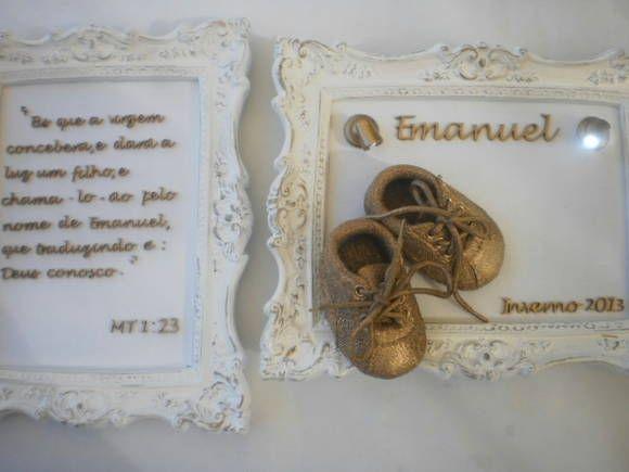Duo  Quadro verso ou frase  Porta maternidade sapatinho de bebê  Molduras 28x22 com fundo em linho  Duas luminárias de led    *modelo de sapatinho sujeito a disponibilidade R$ 550,00