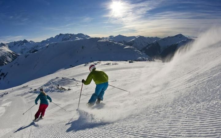 Take a peek at The Telegraph's top 10 early-bird ski deals for 16/17 feat. Canada with Crystal Ski Holidays. #Ski #Snow #Snowboard #EarlyBird #Holiday #Deal #Canada #Tremblant #Fernie #Jasper #Panorama