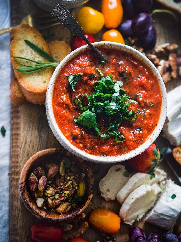 Paahdettu paprika-tomaattidippi - Italialainen antipastopöytä. Helpot ja nopeat reseptit.